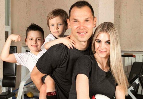 Сергей Игнашевич и семья