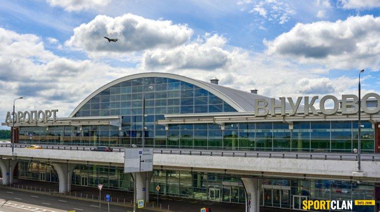 Аэропорт «Внуково» могут оштрафовать за рекламу БК Париматч в уборной