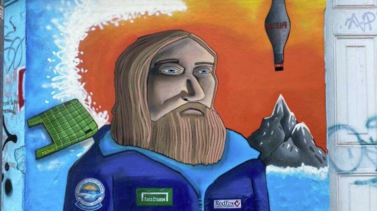 Изображение Фёдора Конюхова с лого Лиги Ставок появилось на стене дома в Чили
